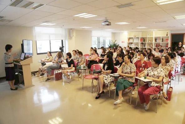 重庆医科大学附属儿童医院的李廷玉教授莅临新世纪,分享儿童最新膳食指南解读!