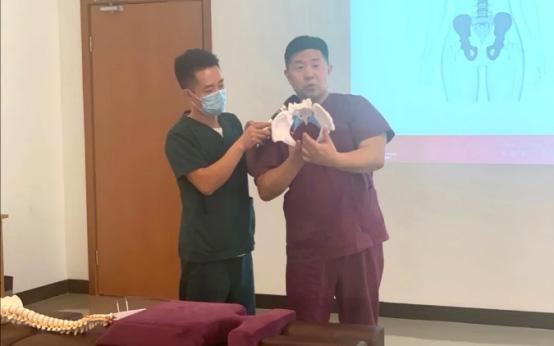 回顾 | 明星医生张晓东博士为宝妈们带来产后康复公益讲座